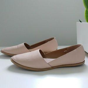 Neutral women's flat shoe